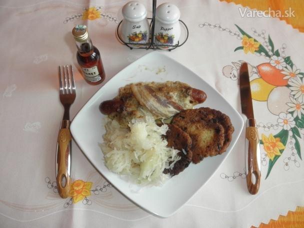 Orgol Chorchoj pod perinou,Fazuľová polievka s kapustou a Mäsové guľky Mimochodom v hubovej omáčke.