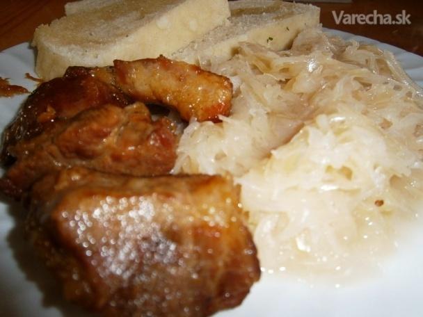 Bravčové pečené s kyslou kapustou a knedľou  (fotorecept)