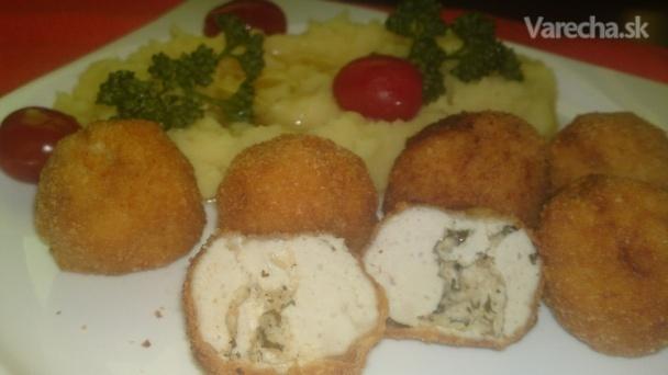 Vyprážané guľky z kuracích pŕs plnené bylinkovým maslom (fotorecept)