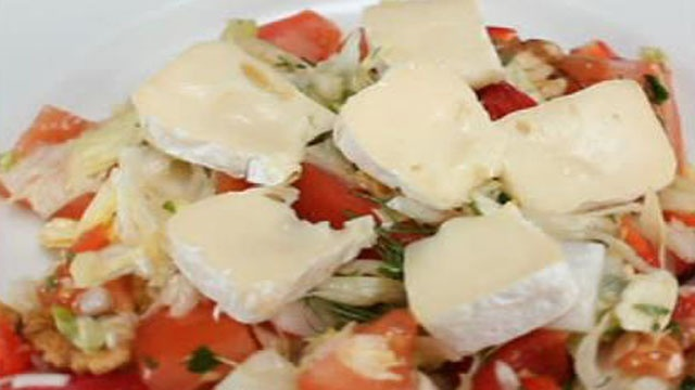 Овощной салат с сыром «Бри»