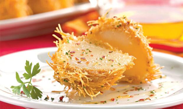 Batata crocante com macarrão cabelo de anjo