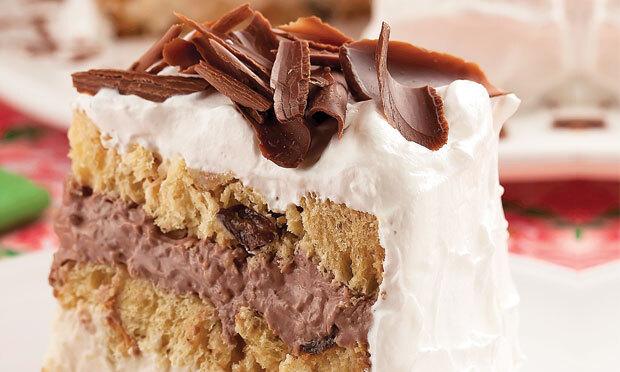 Bolo de panetone com recheio de coco e chocolate