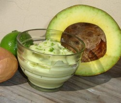 Mousse de abacate com limão