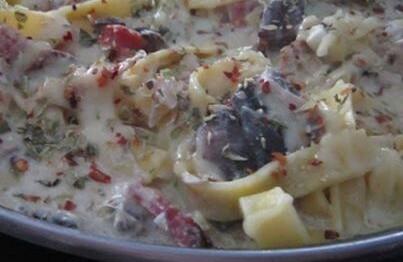Tagliatelle com Molho de Frango, Cogumelos e Azeitonas