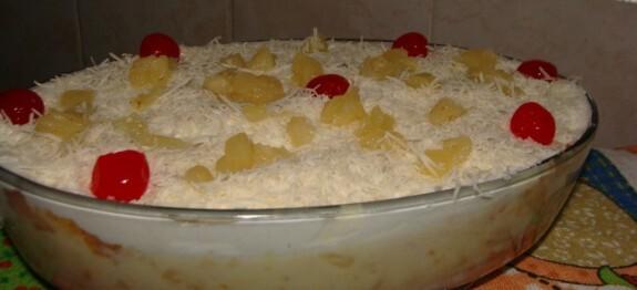 Bolo gelado de pirex com creme de leite ninho
