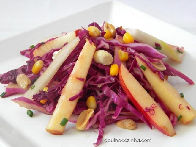 como fazer salada com repolho roxo e repolho verde