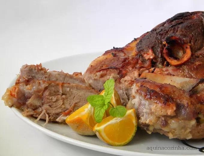 como fazer um assado de carne de porco no forno do fogão