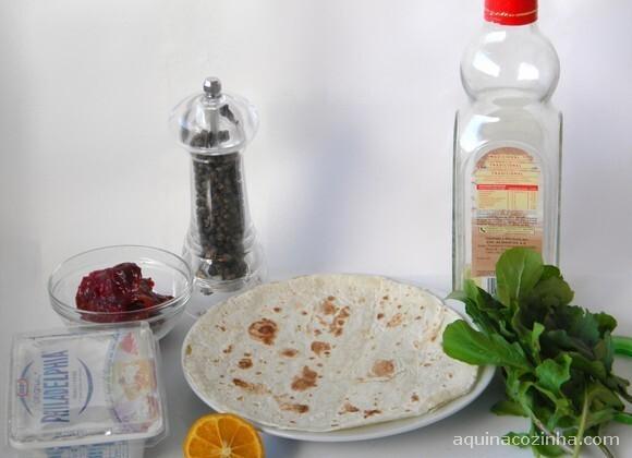 Wrap de Rúcula e Tomate Seco (Sanduíche Enrolado)