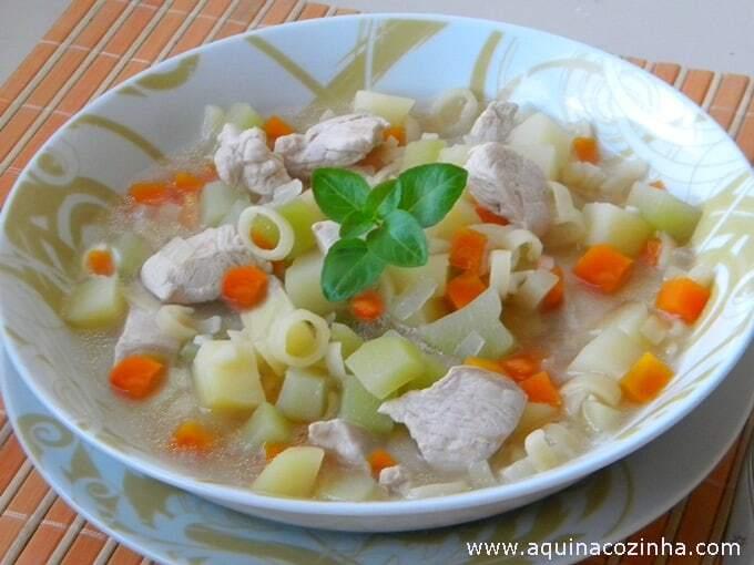 sopa de carcaça de frango