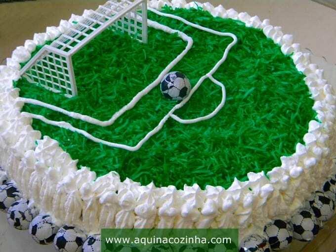 bolo campo de futebol com chantilly receita
