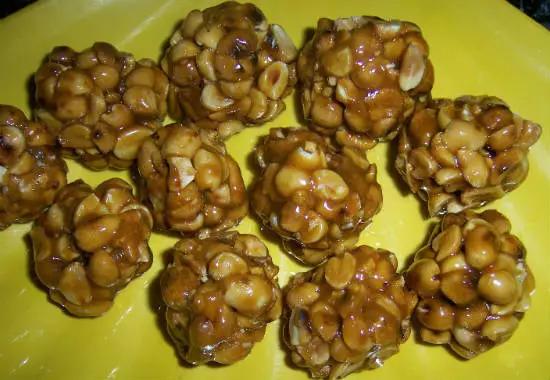 Peanut Laddu (Peanut Chikki)