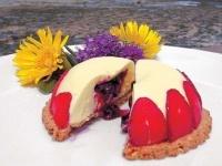 Domo de frutas rojas y queso crema