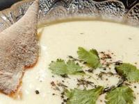 Sopa de papa y queso cuartirolo al cilantro