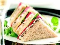 Sandwiches de miga con pan ingles