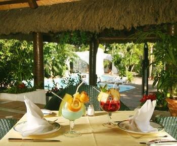 Almoço Tropical: Espetinho de Camarão com Abacaxi, Salmão com Manga, Lagosta ao Havaí e Cocada de Maracujá!