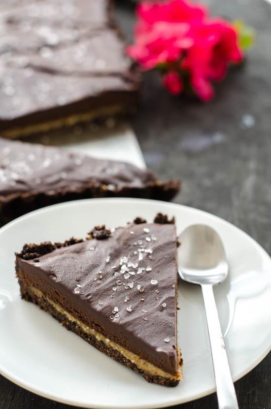 { nepečený } čokoládový koláč plněný karamelem