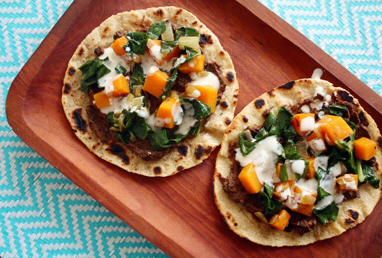 Tacos de Zapallo, Acelga y Salsa de Yogurt