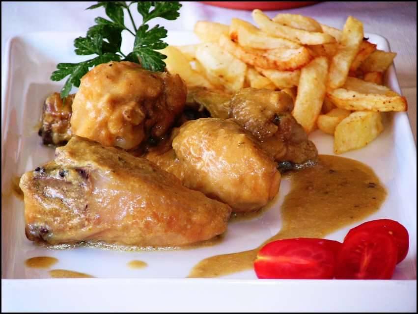 Pollo de corral con salsa de nueces