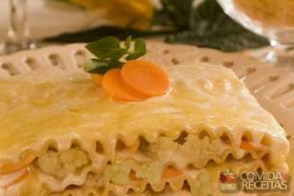 Receita de Lasanha ao molho de couve flor com cenoura