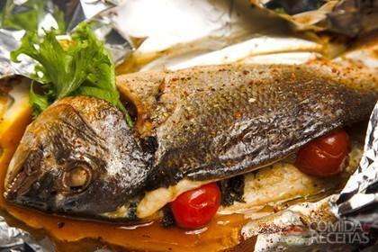 Receita de Peixe recheado na brasa - Comida e Receitas