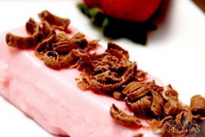 Receita de Pudim de morango com pedaços de chocolate