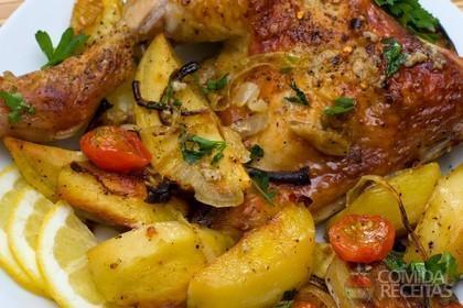 Receita de Frango com creme de cebola e batatas