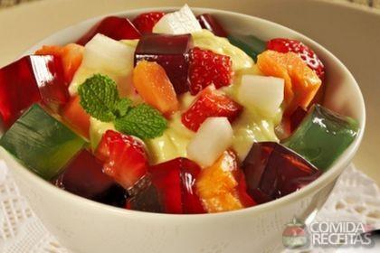 Receita de Salada de frutas com gelatina e creme