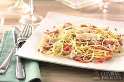 Receita de Bavette com molho de pastrami, queijo e pimenta