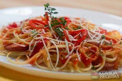 Receita de Fetuccine ao sugo de tomate com linguiça