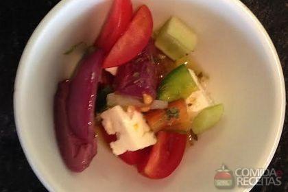 Receita de Salada de Sweet Grape com frutas tropicais e calda quente