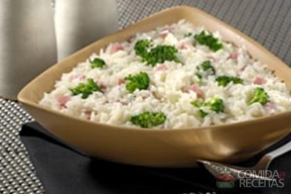 Receita de Arroz com brócolis e presunto