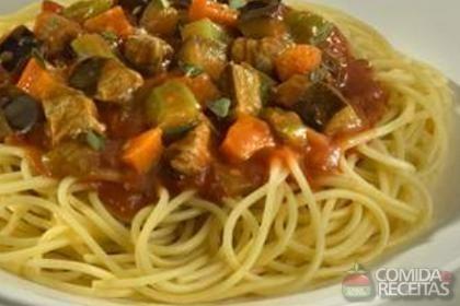 Receita de Espaguete ao molho de berinjela com carne