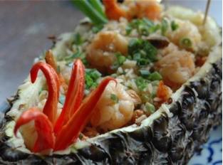Arroz Frito com abacaxi – Khao Op Sapparod
