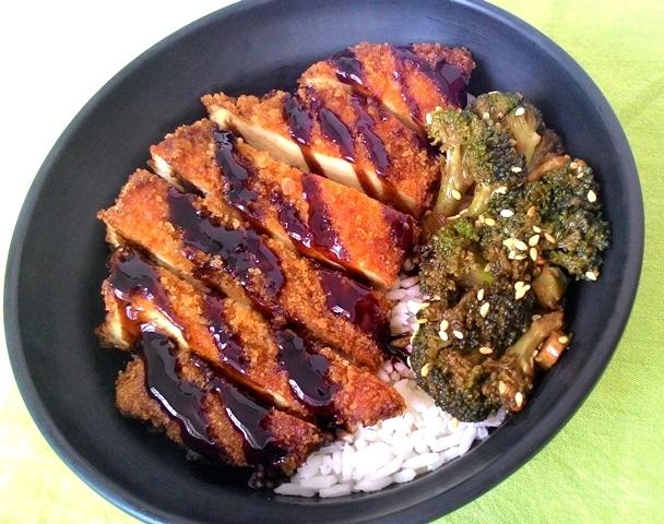 Tori Katsu ou Chicken Katsu (frango empanado oriental com molho agridoce)