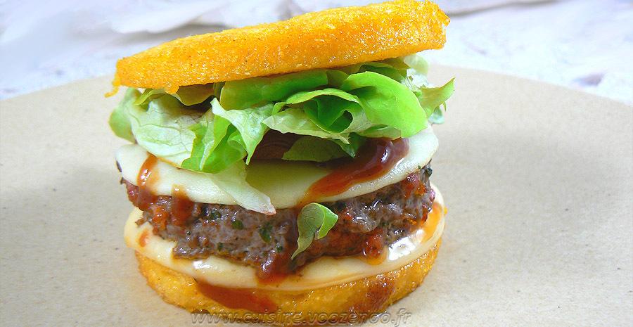 Hamburger de polenta au paprika, steak de bœuf et chorizo