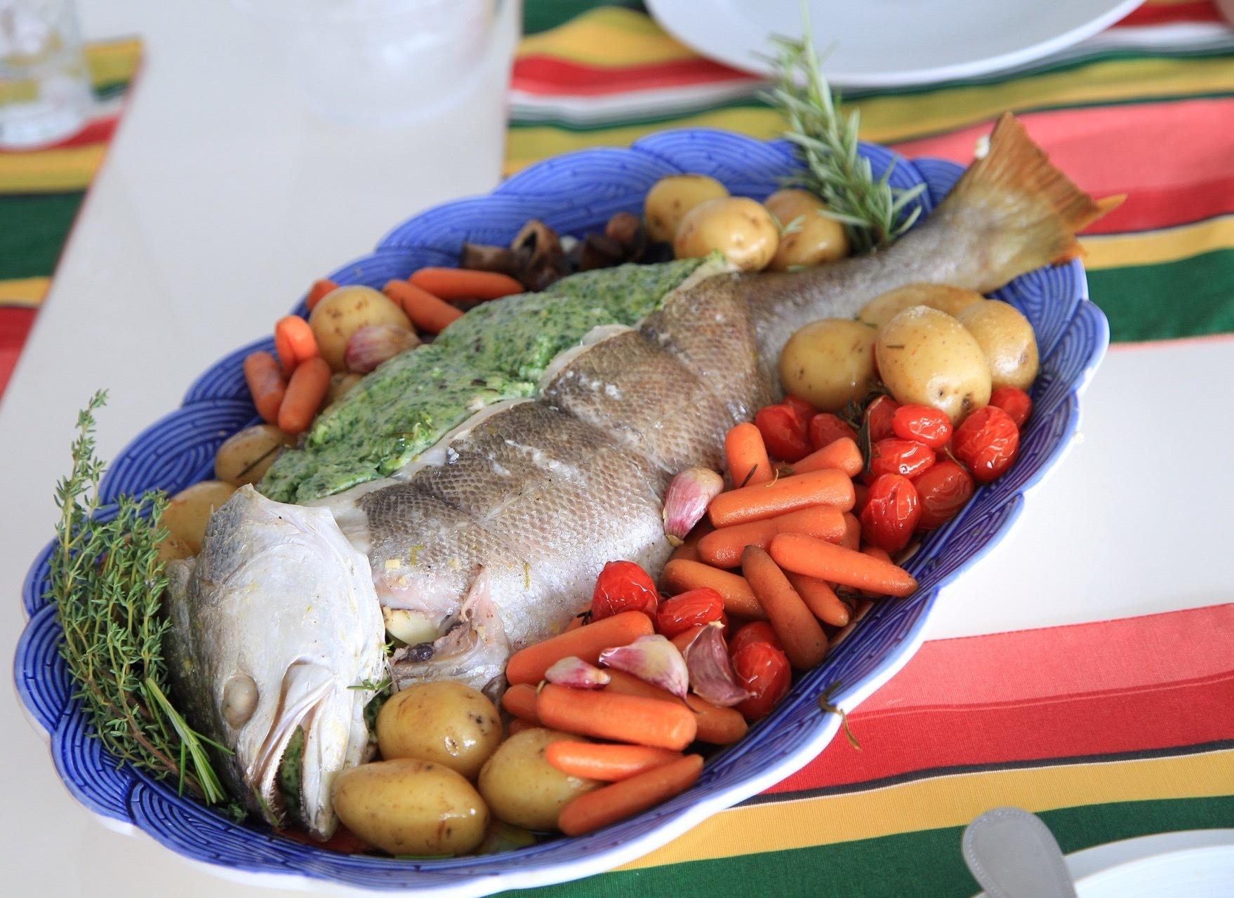 qual o melhor acompanhamento para servir com um peixe assado ou frito