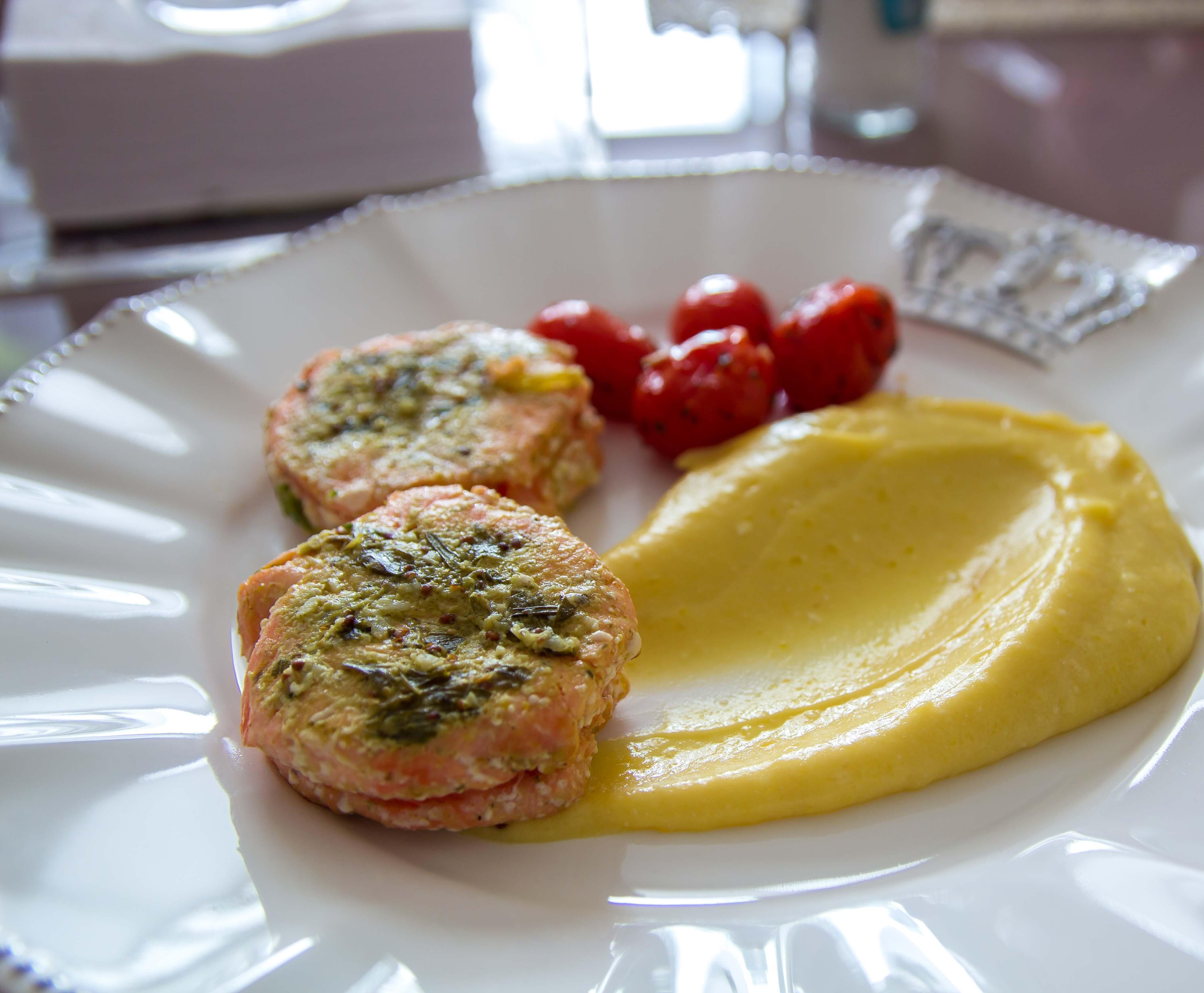 Purê de mandioquinha com salmão