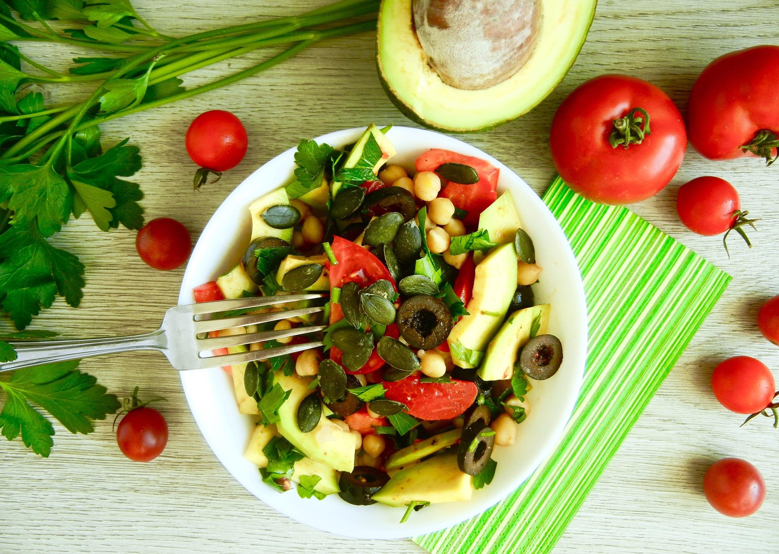 Farebný avokádový šalát