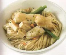 Tallarines con Tofu, Pollo y Calamares