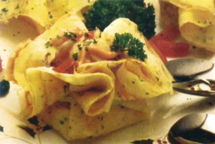 Crêpes con palmitos, camarones y jamón
