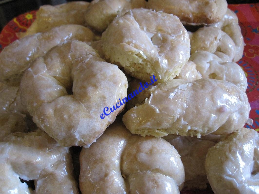 Receita de Taralli Siciliani Con Glassatura di Limone (Rosquinhas Sicilianas com Glacê de Limão)