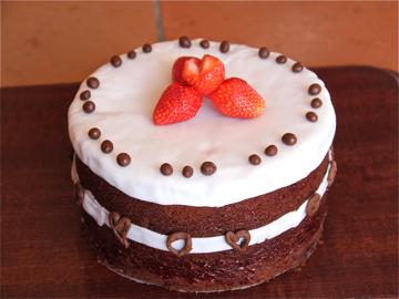 Gâteau d'anniversaire avec coeur