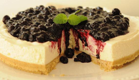 Cheesecake sin Horno con Salsa de Arándanos