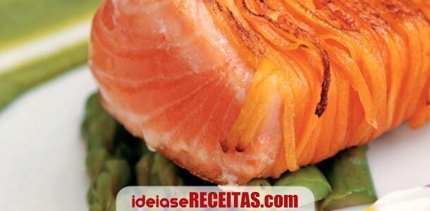 Salmão grelhado, com puré de brócolos e espargos