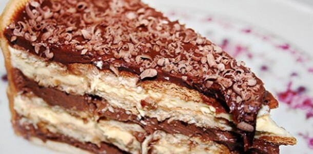 pave de bolacha maizena simples de chocolate e coco