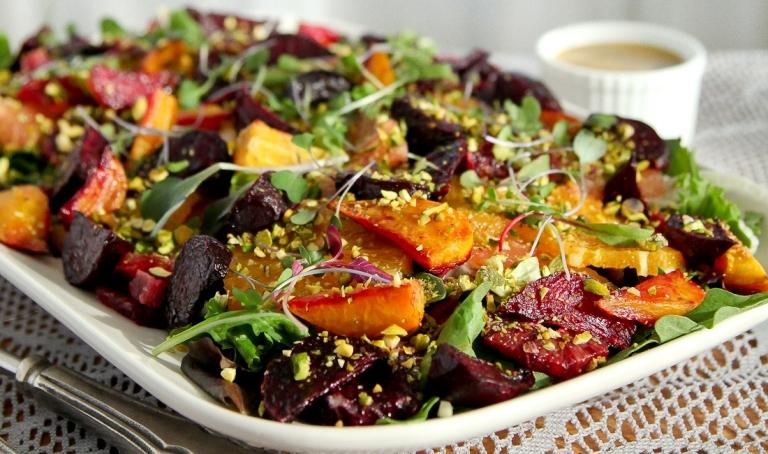 Beterraba assada e salada com vinagrete de mostarda