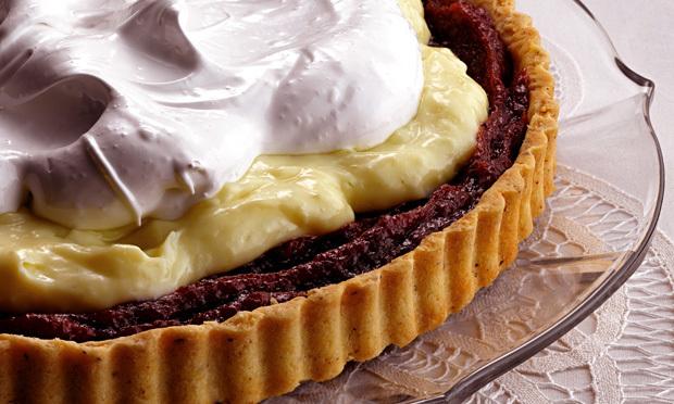 Tarte de doce de banana, creme de baunilha e merengue