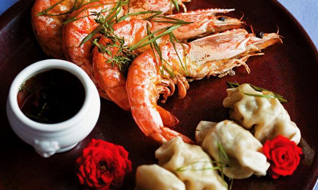 Guioza acompanhado de camarão marinado ao vapor