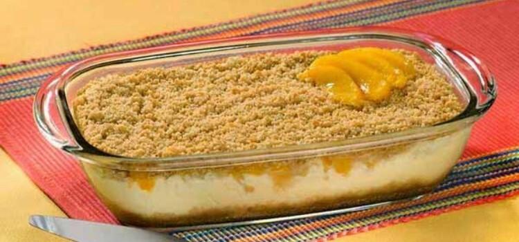 Pudim delicioso de pêssego e bolacha maria