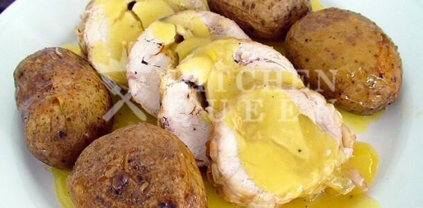 Ρολό κοτόπουλου με βελούδινη σάλτσα μουστάρδας